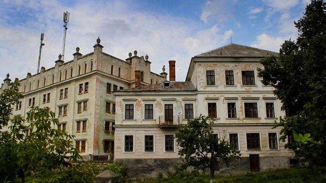 Російський  бізнесмен продає старовинний замок на Тернопільщині  за $960 тис.