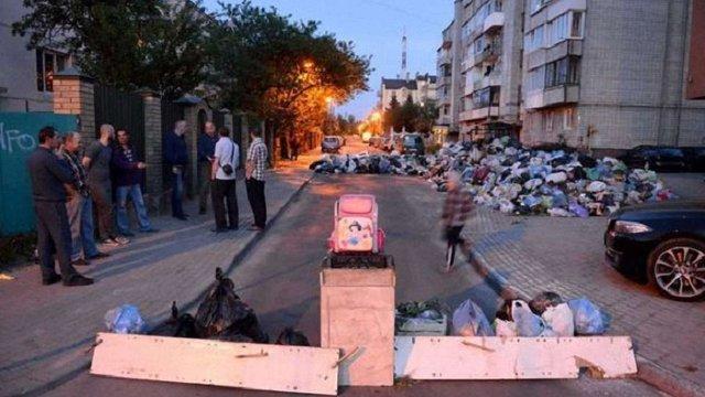 Андрій Садовий закликав львів'ян не блокувати вулиці сміттям