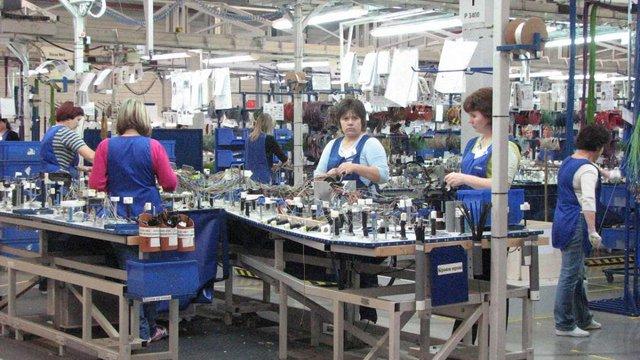 В Україні жінки заробляють на третину менше, ніж чоловіки, - Держстат
