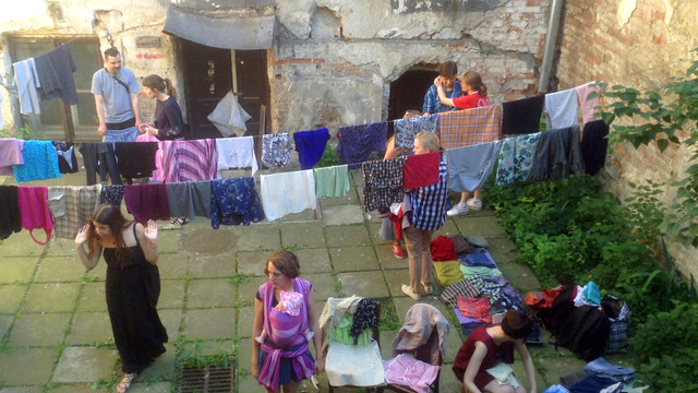 У центрі Львова організували безкоштовний обмін одягом