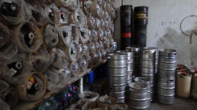 У Запоріжжі податківці ліквідували підпільний цех із незаконного виробництва сидру