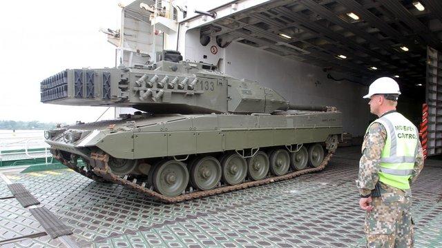 До Латвії прибули іспанські танки для батальйону НАТО