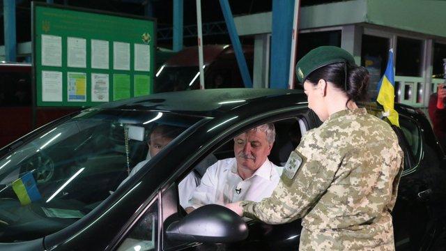 У перший день безвізового режиму до країн ЄС проїхали 52 тис. українців, - ДПСУ