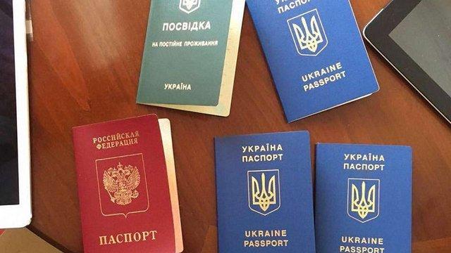 У Києві працівники міграційної служби видавали фіктивні документи російським злочинцям