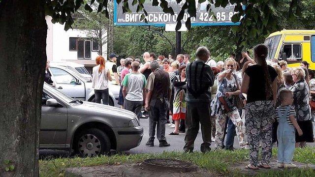 Львів'яни перекрили вул. Володимира Великого через проблеми з вивезенням сміття