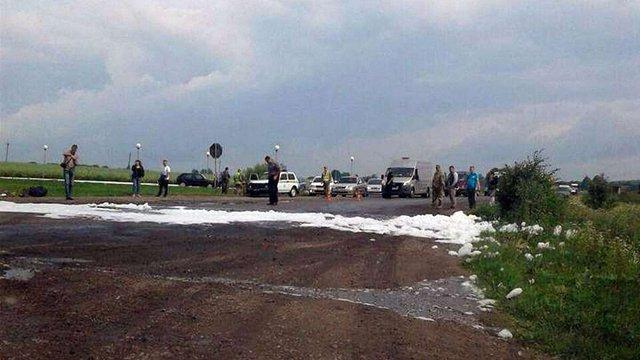Неподалік Городка під час проїзду військової техніки стався витік невідомої речовини