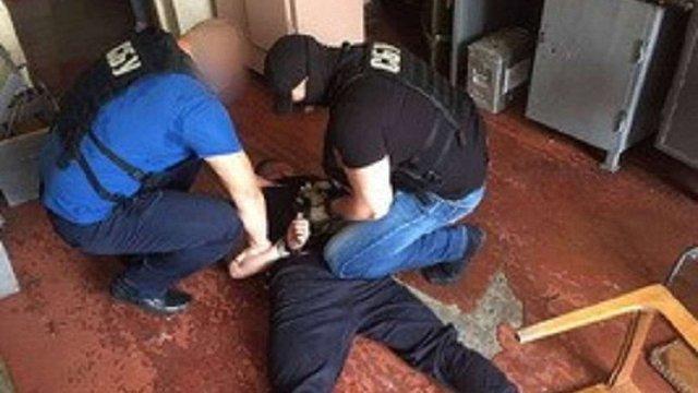 СБУ викрила чиновника збройового підприємства в незаконній торгівлі пістолетами й автоматами