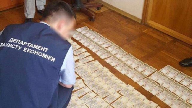 У Хмельницькій області директора заводу затримали на хабарі в ₴80 тис.