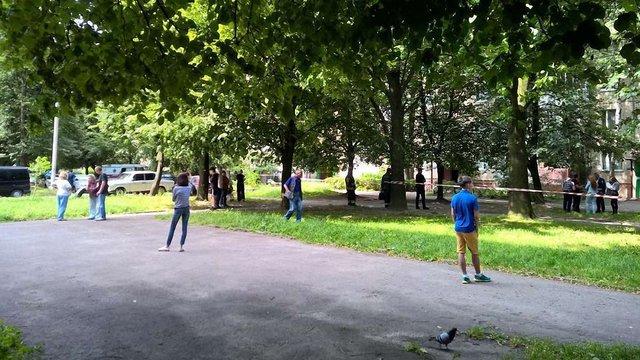 Львів'янин погрожує підірвати дев'ятиповерховий будинок газовим балоном