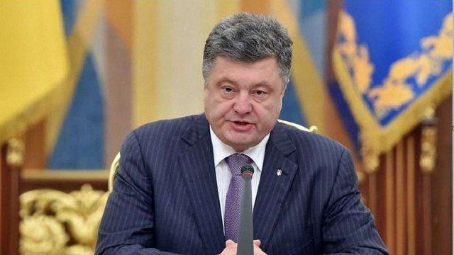 Петро Порошенко доручив Кабміну восени підвищити пенсії та скасувати їх оподаткування