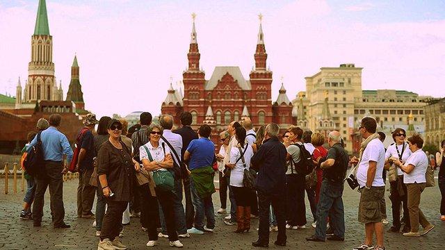 Росія ввела виїзні візи для іноземців з дозволом на тимчасове проживання у РФ
