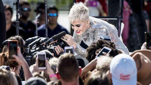 Американська співачка першою в світі зібрала в Twitter 100 млн фоловерів