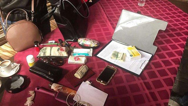 У Львові затримали прокурорку за спробу дати $5 тис. хабара