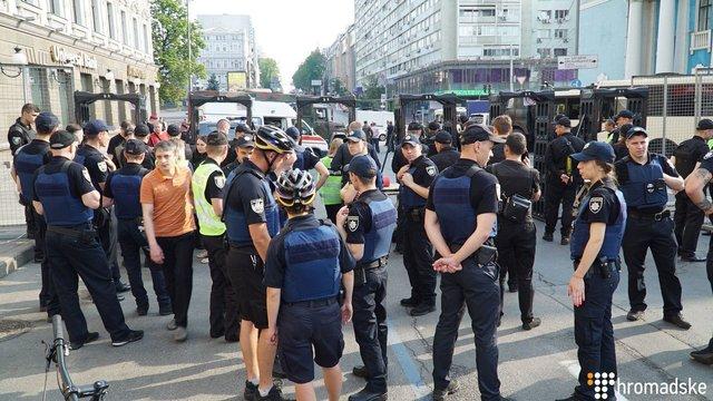 У Києві сталися перші сутички між радикалами та учасниками Маршу Рівності