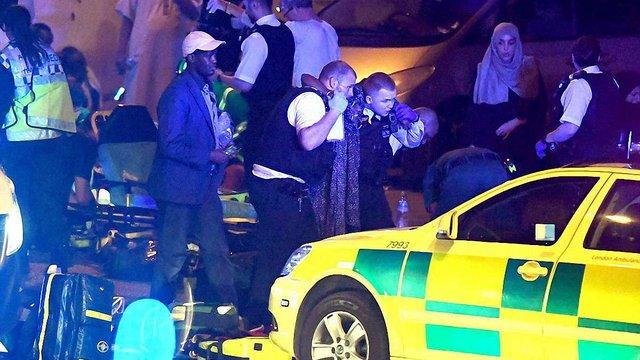 У Лондоні фургон наїхав на людей, що виходили з мечеті після нічної молитви