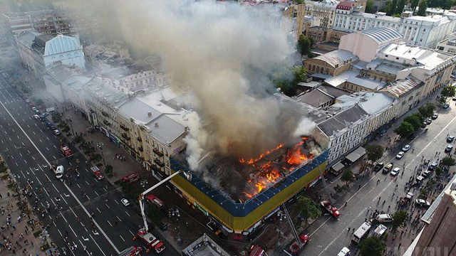 У Києві на Хрещатику сталася масштабна пожежа
