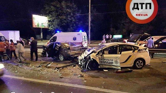 У Києві автомобіль поліції потрапив у ДТП під час гонитви за порушником