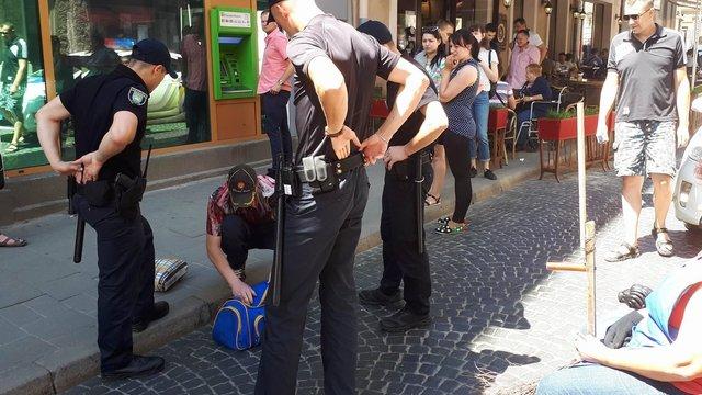 Поліція затримала 36-річного чоловіка, який погрожував підірвати львівську ратушу
