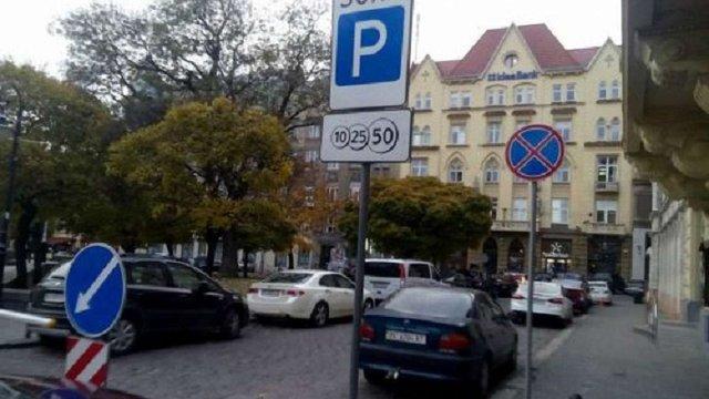 З 1 липня у центрі Львова запрацюють 9 нових парковок