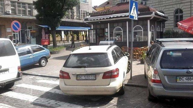 За півроку у Львові поліція склала 2,7 тис. протоколів за неправильне паркування