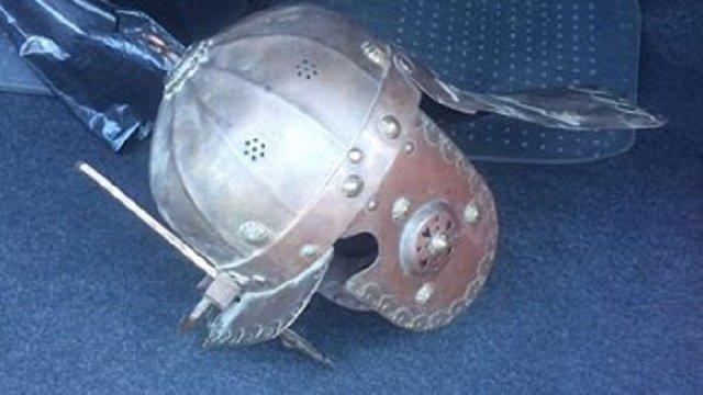 У машині порушника ПДР у Львові поліція виявила старовинний шолом