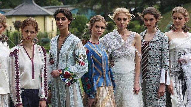 Дизайнерка Оксана Караванська представила свою нову колекцію у Митрополичих садах