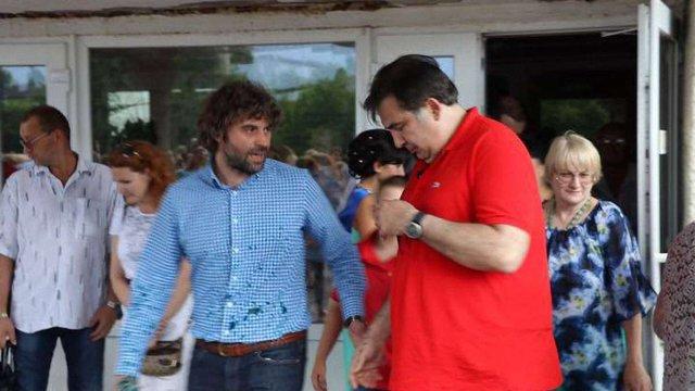 Саакашвілі вимагає від Порошенка €50 за зіпсовану футболку