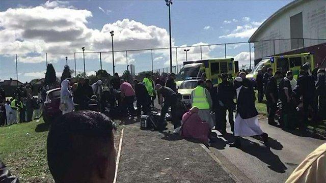 У Британії автівка в'їхала у натовп людей під час святкування мусульманського свята розговіння