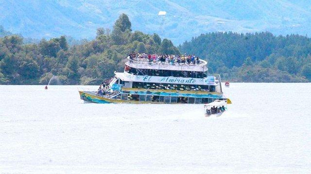 У Колумбії затонуло судно зі 150 туристами на борту, загинуло 9 людей