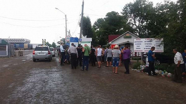 На Буковині місцеві мешканці пікетували пункт пропуску на кордоні із Румунією