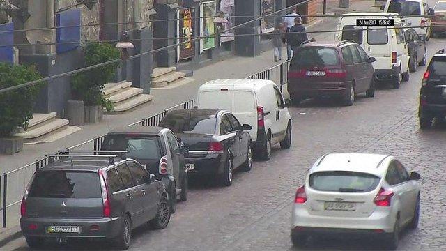 «Львівавтодор» проводить рейди для виявлення порушників правил паркування