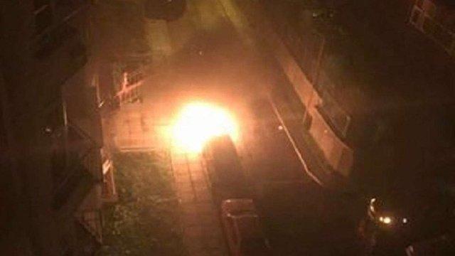 У Львові горіли два автомобілі, які були припарковані поруч
