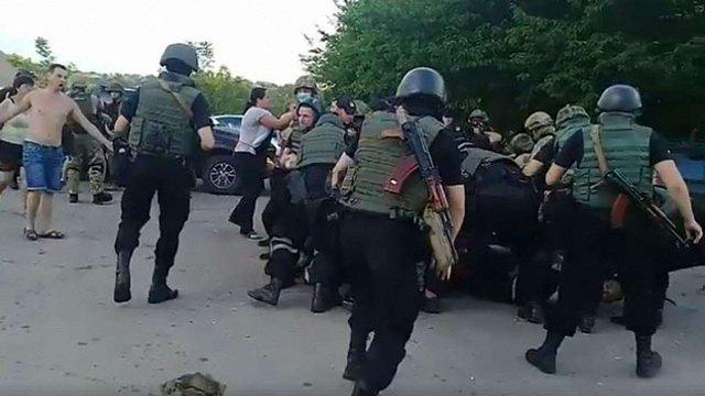 Під час рейдерського захоплення агрофірми на Кіровоградщині побилися ветерани АТО і поліція