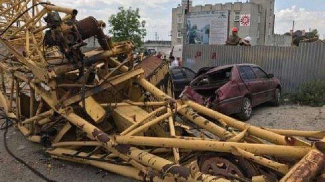 На будівельному майданчику у Львові впав кран