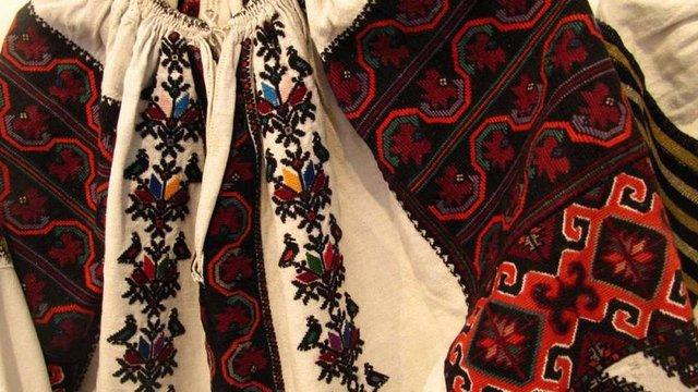 Американська акторка Демі Мур у новому фільмі вдягла українську вишиванку