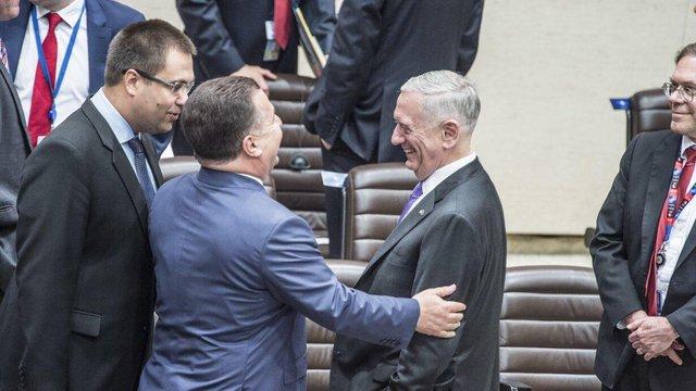 Степан Полторак провів переговори з міністром оборони США у Брюсселі