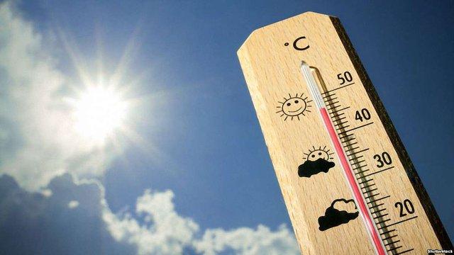 Західна Європа потерпає від рекордної спеки