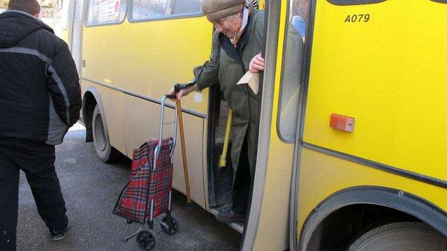 Почали діяти нові правила проїзду пільговиків у маршрутках на Львівщині