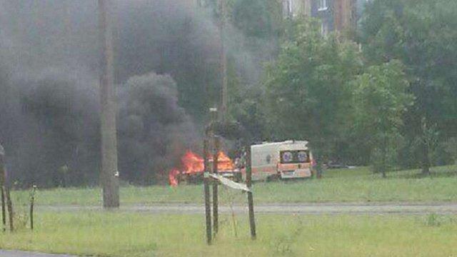 На Сихові у Львові під час руху згорів Volkswagen Golf 3