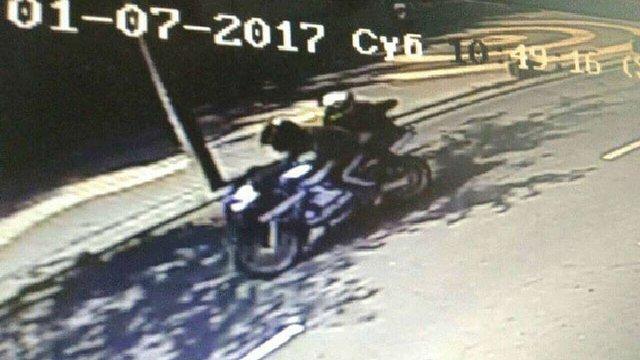 Поліція розшукує мотоциклістів, які кинули вибухівку в магазин у Вінниці