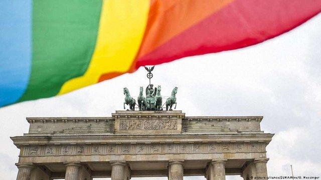 Політики Німеччини мають намір оскаржити узаконення одностатевих шлюбів у суді