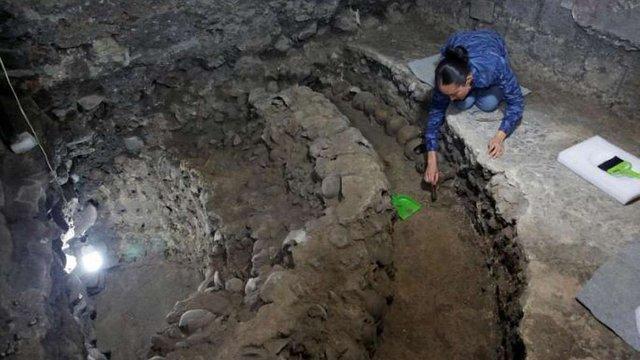 У Мехіко археологи знайшли вежу, складену з 650 людських черепів
