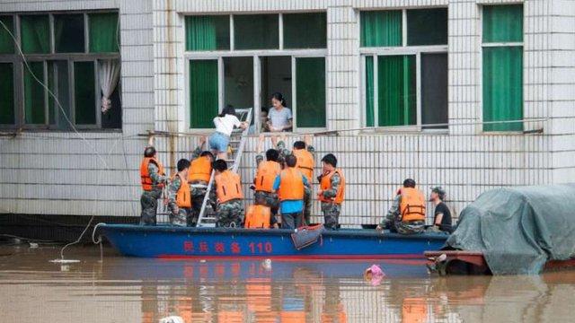 Внаслідок масштабної повені в Китаї загинули понад 30 людей