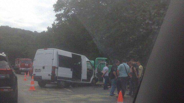 У ДТП поблизу Львова загинув водій мікроавтобуса