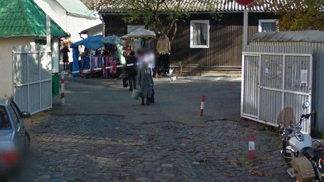 Муніципалам не вдалось зробити проїзною вулицю в центрі Львова, заблоковану ринком «Добробут»
