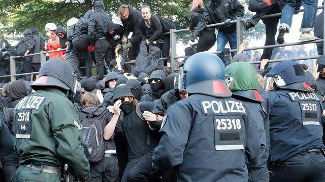 У Гамбурзі сталися сутички між поліцією і антиглобалістами