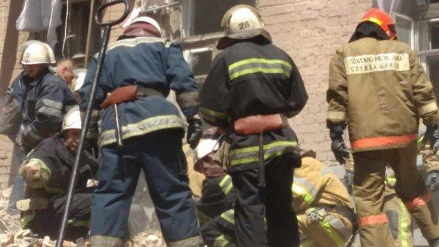 До розбирання завалів зруйнованого будинку в Києві залучили 186 рятувальників з ДСНС і КМДА