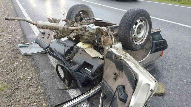 На трасі Івано-Франківськ - Львів авто розірвало навпіл після зіткнення з мікроавтобусом