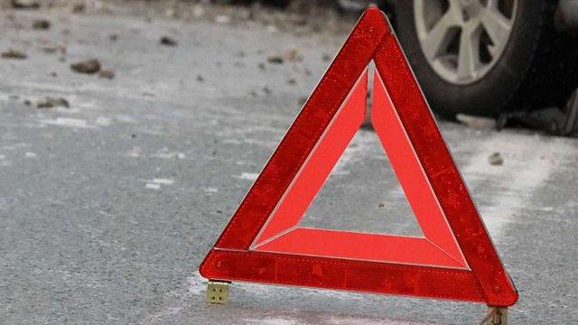 На Самбірщині одна людина загинула внаслідок зіткнення легковика з мікроавтобусом