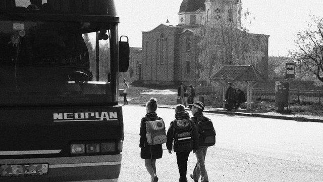 Автобус із дітьми загиблих в АТО військових дев'ять годин протримали на кордоні в Краковці